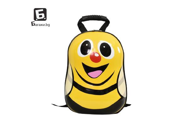 Детска раничка от поликарбон с формата на пчеличка.